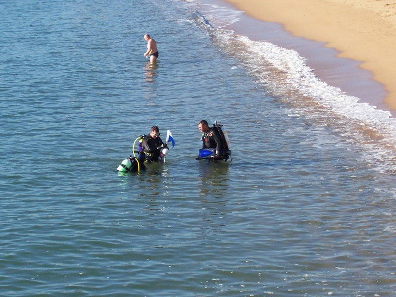 02-divers_getting_out_5774885831_o